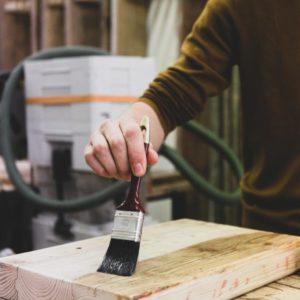 Geht runter wie Öl – Holzschutz und Oberflächenbearbeitung
