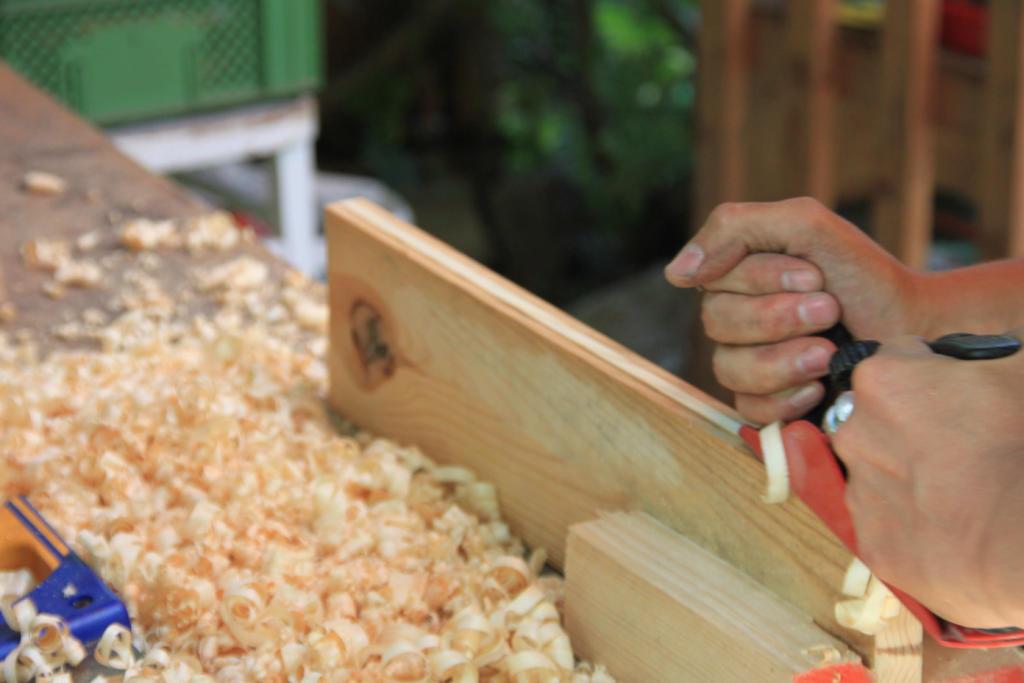 Ein Brett vorm Kopf – Gartenmöbel aus Altholz bauen @ Wurzelwerk
