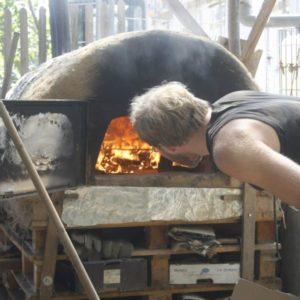 Die Hand ins Feuer halten – Bau eines Lehmofens