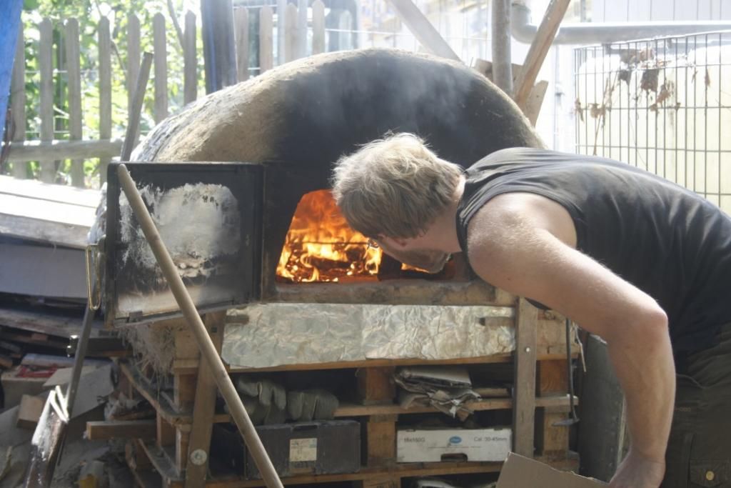 Die Hand ins Feuer halten – Bau eines Lehmofens @ hechtgruen